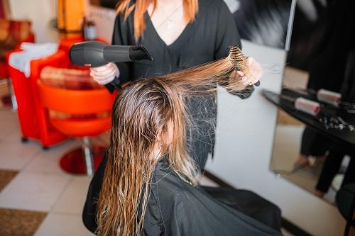 un salon de coiffure afro